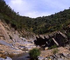 rio guadiatillo (Rafael Jimnez) Tags: espaa ro landscape spain 1987 paisaje slides crdoba diapositivas sierramorena aboutiberia roguadiatillo guadiatillo