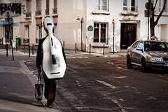 L'homme violon, quand la musique est la vie... (Paolo Pizzimenti) Tags: paris film paolo nation olympus zuiko homme musicien violon pellicule