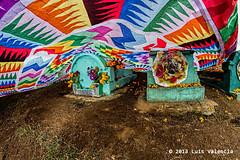 bajo la proteccion.jpg (Luis Valencia Aguilar) Tags: santiago flickr retrato guatemala cementerio tumbas indigenas tradiciones folcklore barriletes sacatepequez