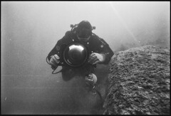 Nikonos V 15mm (stuartkul) Tags: bw max t austria nikon kodak tmax brother polska diving tmax400 brat woda selbst nikonos unterwasser unterwater entwickeln nurkowanie nikonosv nikon9000ed iso400pull800 d800unterwassergehuse latacpodwoda