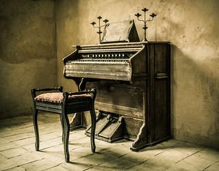 W.W. Putnam & Co. pump organ