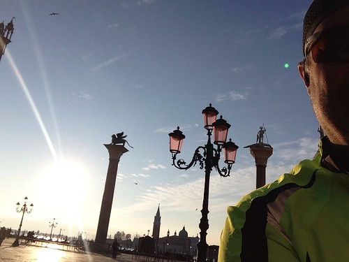 Running in Venice With High tide - Correre a Venezia con l