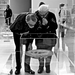 Art experts (Akbar Simonse) Tags: people bw woman man art netherlands monochrome museum square zwartwit candid kunst nederland bn denbosch brabant shertogenbosch noord keramiek aardewerk akbarsimonse panasonicdmcfz38 stedelijkmuseumshertogenbosch vision:text=0593 vision:outdoor=079