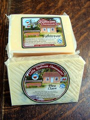 Little Qualicum Cheeses (knightbefore_99) Tags: cheese bc little market queso local farmer fromage parksville qualicum rathtrevor morningstar cheeseworks bleuclaire