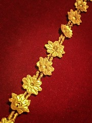 Gold necklace of flowerettes  recovered from the royal cemetery of Ur, Iraq 2550-2450 BCE (mharrsch) Tags: necklace flower floral jewelry gold ur sumer mesopotamia iraq ancient burial funerary archaeology 3rdmilleniumbce 25thcenturybce 26thcenturybce pennmuseum philadelphia pennsylvania mharrsch