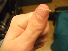 DSCF6989 (ongle86) Tags: ongles nails rongés biting pouce thumb sucé sucking doigts fingers hand mains fetishisme