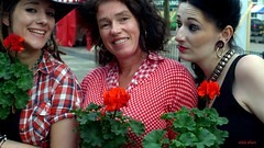 The Flower Girls (Eddy Allart) Tags: festival noord rotterdam blue grass bluegrass women girls man hombre mann frauen femmes bloodred