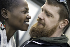 Benno + Mary (SBW-Fotografie) Tags: sbw sbwfoto sbwfotografie canon canon80d canoneos80d 80d paar couple love liebe loveisintheair bart beard porträt portrait smile availablelight existinglight naturallight hoodie outdoor