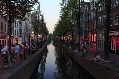 Red light district (Peter Nystroem) Tags: city amsterdam evening canal tourists