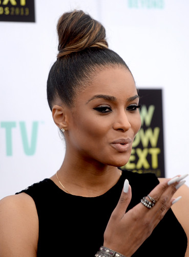 Video Ciara on the Wendy Williams Show .. Speaks on beef with Rihanna , and Future