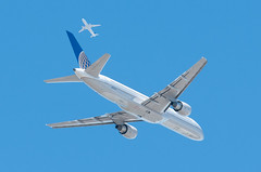 Company traffic (SBGrad) Tags: sanfrancisco airport nikon sfo boeing nikkor 757 unitedairlines ksfo alr staralliance 757200 2013 80200mmf28dafs d300s n552ua