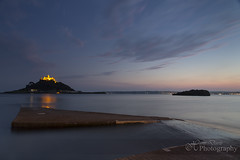Lighting up the bay (Sadloafer) Tags: uk longexposure sea motion beach nature outdoors island photography dusk nopeople coastline scenics stmichaelsmount marazion traveldestinations cornwallengland colourimage horizonoverwater sadloafer hansdavisphotography