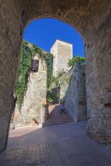 San Gimignano, Italia (Fandrade) Tags: italy italia tuscany sangimignano toscana toscane itlia citt cidademedieval cittmedievale enitalie amedievalcity unacittmedievale  unevillemdivale italieunemdivaleen