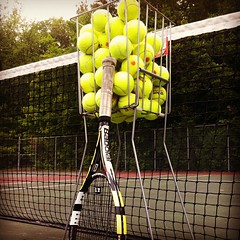 Getting ready to have fun! En prparation pour avoir du plaisir! (TennisAcademy101) Tags: tennis tenniscourt tennisballs tennisbasket terraindetennis balledetennis tennisacademy101 leondetennis