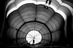 Center Of Attention (Israel Woolfolk) Tags: blackandwhite silhouette hotairballoon vision:mountain=059 vision:outdoor=0813