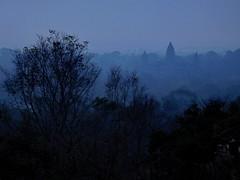 Phnom Bakheng, early morning (Lalallallala) Tags: cambodia southeastasia temple ruin travel matka phnombakheng earlymorning