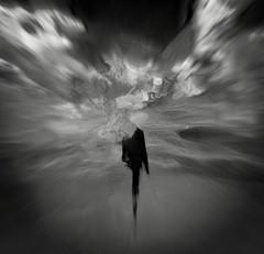 Le rescapé (pahamel-mtl) Tags: noir glazeapp slowshutterapp hipstamatic bnw art sil silhouette
