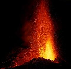 v38 (loïcabadie) Tags: eruption pitondelafournaise laréunion réunion volcan lave