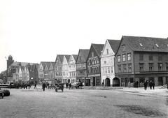 Bryggen (Riksantikvaren) Tags: norway bergen nor hordaland handel gater mennesker brygger sjhus trebygninger eksterirer hanseater