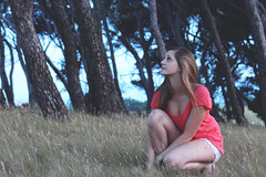 Wild Cat (Mathieu Rodriguez) Tags: summer girl beauty youth canon eos vineyard eyes wine jeunesse yeux beaut 650 shooting vin t vignes fille gruissan sud volupt douceur 650d