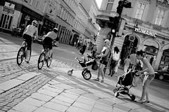 Linz (austrianpsycho) Tags: people trafficlights linz women leute streetphotography bikes menschen bicycles biker ampel fahrrad kinderwagen kreuzung frauen radfahrer humanic taubenmarkt landstrase schmidtorstrase