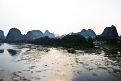 Fishermen at work at sunset in the Li river, Guilin,  Guangxi, China (fabriziogiordano23) Tags: china trip travel sunset holiday work river liriver li fishing fisherman asia asien tramonto fishermen dusk guilin fiume journey asie 1001nights viaggi cina vacanza chine pescatore guangxi lavoro autofocus pescare fiumeli 1001nightsmagiccity ringexcellence