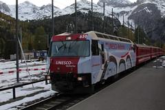 Rhtische Bahn RhB Lokomotive Ge 4/4 III 650 mit Taufname Seewis im Prttigau und Werbung - Eigenwerbung UNESCO Welterbe ( Baujahr 1999 - Hersteller Adtranz ) unterwegs bei  im Kanton Graubnden in der Schweiz (chrchr_75) Tags: oktober train de tren schweiz switzerland suisse swiss eisenbahn railway zug locomotive christoph svizzera bahn treno chemin centralstation fer locomotora tog 1310 juna lokomotive lok ferrovia rhb bergbahn spoorweg rhtische suissa graubnden locomotiva lokomotiv ferroviaria  locomotief kanton chrigu  rautatie schmalspur  2013 grischun bahnen zoug trainen retica viafier  chrchr hurni kantongraubnden chrchr75 chriguhurni meterspur albumgraubnden chriguhurnibluemailch hurni131018