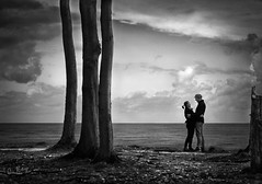 loving on the edge (Gespensterwald 1) (Collin Key) Tags: trees bw fall togetherness coast couple herbst balticsea romance lovers bume ostsee kste beechtrees buchen nienhagen gespensterwald collinkey spookforest woderwinddasgrasmht wherethewindmowsthegrass