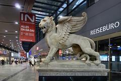 Da Da Da (andtor) Tags: wien vienna rx100 drachenlöwe markuslöwe lionofsaintmark leonedisanmarco austria hauptbahnhof wienhauptbahnhof