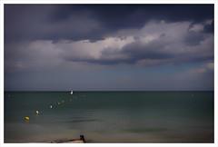 Bord de mer (akimoss) Tags: mer marin ciel bateau paysage vagues voilier