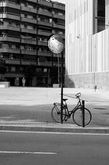 (John Rios A.) Tags: barcelona auto street city urban bw white black bike 35mm john calle nikon bcn ciudad urbano f28 rios nikkors d5000