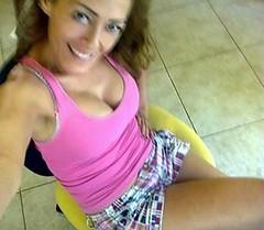 (tvignacio) Tags: girl mujer pretty chica legs bonita shorts brunette morena piernas