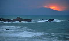 Biarritz, le rocher de la Vierge. (Claudia Sc.) Tags: soleil vagues rocher biarritz atlantique ocan