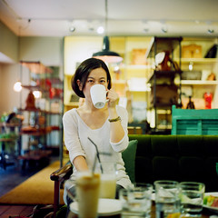 () Tags: light portrait 120 6x6 tlr rolleiflex zeiss square cafe kodak bokeh taiwan carl taipei carrie portra800  28e