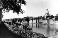 Raghunath Mandir: Srinagar. Kashmir. Circa 1910 (richardasplen) Tags: kashmir srinagar hindutemple jhelum vision:outdoor=0865 vision:sky=0791