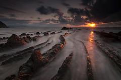 Exodo (BIZKAIA) (Jonatan Alonso) Tags: sunset sea beach clouds nikon tokina bizkaia basquecountry d300 cantabrico barrika tokina1116