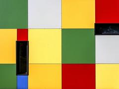 Arlequin (Isa-belle33) Tags: architecture urban urbain city street ville windows fenêtres aquitaine gironde fuji fujifilm wall mur colors couleurs trop