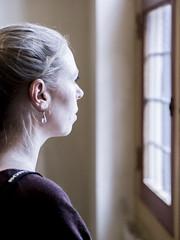 Nina, Rembrandthuis 2017: Vermeer meets Rembrandt (mdiepraam) Tags: rembrandthuis 2017 amsterdam museum nina pretty blonde girl woman window interior house
