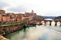 view on the red brick stone cathedral (atsjebosma) Tags: bridge brug cathedral cathedraal brick red rood ancient old oud river rivier tarn city albi lafrance atsjebosma march maart 2017 perpectief