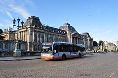 Wisseling van de wacht (GVB813) Tags: city bus albert royal bruxelles brussel centrum filip paleis vanhool citybus stib bussen koning stadsbus koninklijkpaleis elsene mivb régiondebruxellescapitale brusselshoofdstedelijkgewest