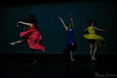 Tre donne in giro, dalla destra rota, venia danzando..