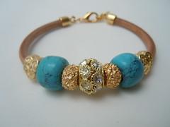 Pulseira Berloque Azul (Ateliê Primavera) Tags: pulseira strass pedraazul berloques pedrarias pulseirasdouradas