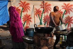 Dal? (Cathy Le Scolan-Qur Photographies) Tags: india dal meal cooker pushkar indien rajasthan inde repas cuisinier indianman