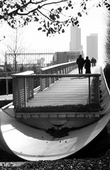 A walk in Millennium Park, Chicago Illinois (EJK41) Tags: park blackandwhite bw chicago illinois couple walk pair millennium together awalkinthepark couplewalking parkwalk parkawalk millenniumparkwalk