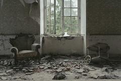 stay classy (Juha Helttunen) Tags: urban abandoned vintage photography sweden furniture decay chateau exploration juha platser urbex vergivet vergivna vision:street=0561 vision:outdoor=0918 helttunen