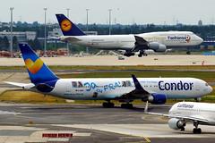 D-ABUZ + D-ABYI (Antonio Doblado) Tags: frankfurt twinaisle doblepasillo dabuz boeing b767 767 condor b747 747 jumbo dabyi