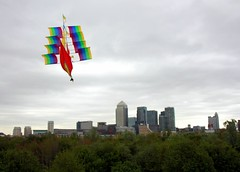 Boat Kite over Canary Wharf 1 (Mr Moss) Tags: kite wind canarywharf rotherhithe londonist stavehill boatkite russiadock
