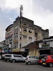 Kandy - Street Scene (Drriss & Marrionn) Tags: travel buildings landscape asia streetscene srilanka ceylon urbanjungle kandy cityscene southasia