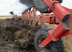 Case 550 Quadtrac at Ongor Hill. ..The twelve furrow plough. (Revopix) Tags: earth soil case550quadtrac