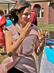 Pure silk - Zuiver zijde (hrunge) Tags: pink netherlands daylight candid brunette charming vrouw roze handwoven candidportrait puresilk canoneos50d august2009 levenskunstbeurs lensefs1785mmf456isusm ©hrunge handweefwerk zuiverzijde